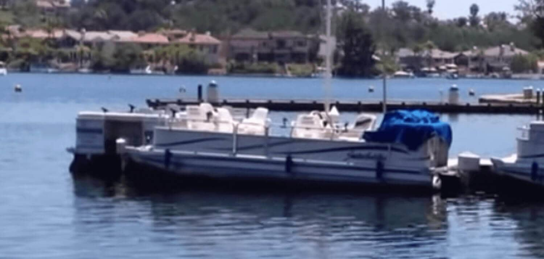 Lake-Mission-Viejo-Boat-Rentals-Pontoon-Boat